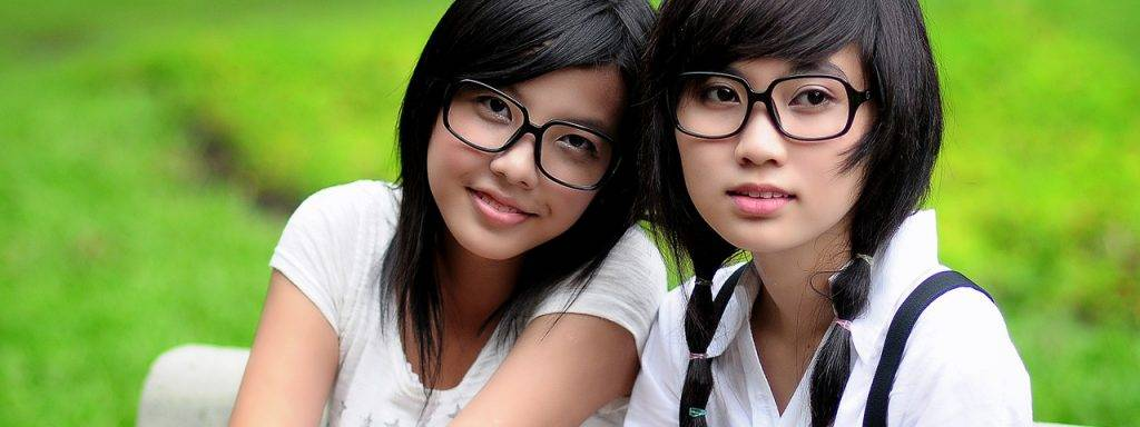 Girls Glasses Bench Outdoors 1280x480